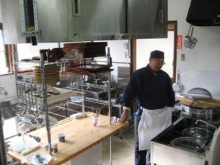 IMG 厨房と店主.JPG